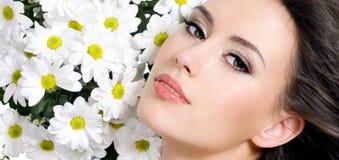 женщина красивейших цветков сексуальная Стоковые Фото
