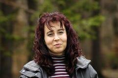 женщина красного цвета темных волос Стоковые Изображения