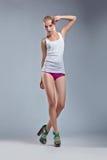 Женщина красотки эротичная, сексуальное тело в синглете Стоковая Фотография RF