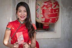 Женщина красоты в китайском Новом Годе стоковое изображение rf