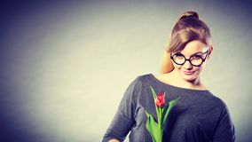 Женщина красоты с цветком тюльпана Стоковое фото RF