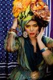 Женщина красоты яркая с творческим составляет Стоковое Фото