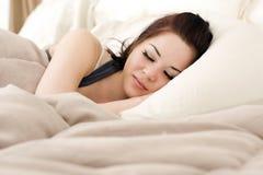 женщина кровати Стоковые Фото