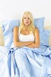 женщина кровати upset Стоковое Изображение
