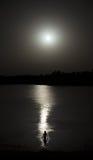 Женщина купая в лунном свете Стоковая Фотография RF