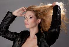женщина куртки кожаная сексуальная Стоковые Фотографии RF