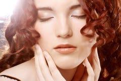 женщина курчавых волос длинняя Стоковое Изображение RF