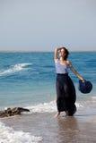 женщина лета дня пляжа отдыхая Стоковое Изображение RF