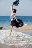 женщина лета дня пляжа отдыхая Стоковые Изображения RF