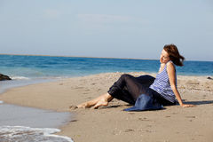 женщина лета дня пляжа отдыхая Стоковые Фото