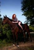 женщина лошади волос красная сидя Стоковое Изображение RF