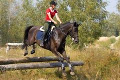 женщина лошади скача Стоковые Фото
