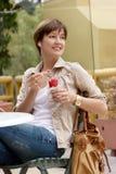 женщина льда cream плодоовощ счастливая Стоковые Изображения