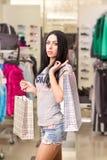 женщина магазина одежды стоковые изображения rf