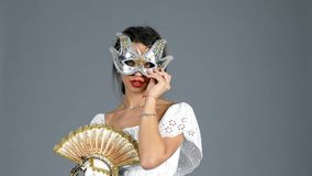 женщина маски venetian видеоматериал