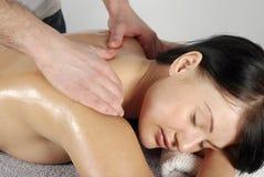 женщина массажа Стоковые Фотографии RF