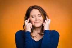 Женщина, мать пересекая ее пальцы Стоковая Фотография RF
