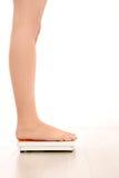 женщина маштаба ног s стоковое изображение