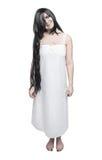 Женщина мистического призрака шальная в белой длинной рубашке Стоковое фото RF