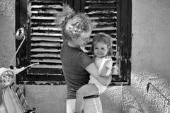 женщина младенца напольная Стоковые Изображения RF