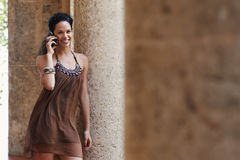 женщина мобильного телефона говоря Стоковые Изображения RF