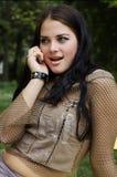 женщина мобильного телефона говоря Стоковое Изображение