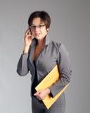 женщина мобильного телефона дела говоря Стоковое Изображение