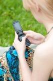 женщина мобильного телефона texting Стоковое Фото