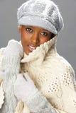 женщина модной студии knitwear нося стоковое изображение rf