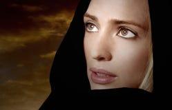 женщина молитвам стоковое изображение