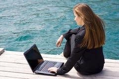 женщина моря компьтер-книжки Стоковые Изображения RF