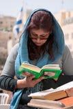 Женщина молит на голосить Стоковая Фотография