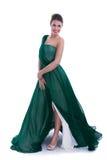 Женщина моды в зеленом платье стоковое фото rf