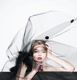 Женщина моды красивая под черной вуалью Стоковое Изображение RF