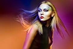 Женщина моды с профессиональными составом и стилем причёсок Стоковое Изображение RF