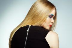 Женщина моды с профессиональными составом и стилем причёсок Стоковое Фото