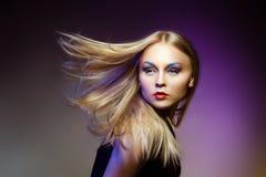Женщина моды с профессиональными составом и стилем причёсок Стоковые Изображения RF
