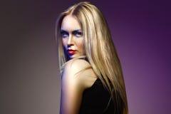 Женщина моды с профессиональными составом и стилем причёсок Стоковая Фотография RF