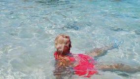 Женщина на бассейне Anse Marron видеоматериал