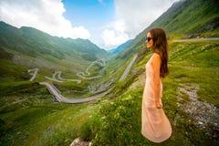 Женщина на верхней части горы Fagaras Стоковое Изображение