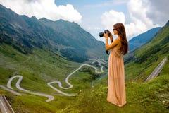 Женщина на верхней части горы Fagaras Стоковые Фото