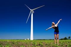Женщина на генераторе энергии ветра Стоковая Фотография