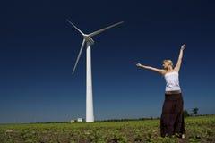 Женщина на генераторе энергии ветра Стоковые Изображения