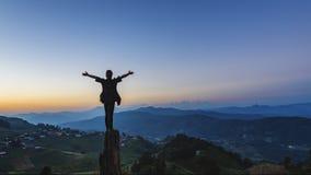 Женщина на горе Стоковая Фотография RF