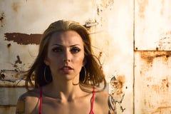 Женщина на заходе солнца Стоковые Фото