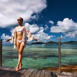 Женщина на моле на Сейшельских островах, Ла Digue пляжа Стоковое фото RF