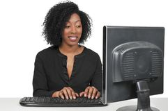 Женщина на настольном компьютере стоковое фото