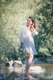 Женщина на озере стоковая фотография