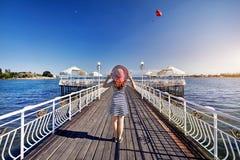 Женщина на озере Issyk Kul стоковые изображения