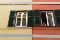 Женщина на окне Стоковое Фото